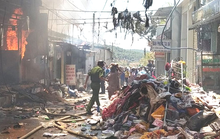 Lâm Đồng: Hỏa hoạn dữ dội thiêu rụi toàn bộ 5 căn nhà ở huyện Đức Trọng