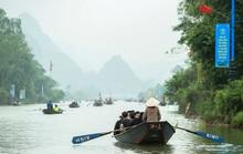 Hàng vạn người đến chùa Hương trong ngày đầu mở cửa