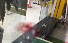 Nam thanh niên bị truy sát, chém tử vong trước cửa hàng điện thoại
