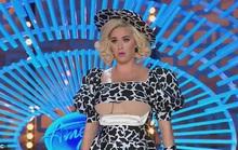 Ca sĩ Katy Perry vạch áo khoe nội y gây sốc