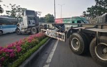 Tai nạn liên hoàn trên Quốc lộ 51, xe đầu kéo vắt qua dải phân cách