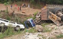Kinh hoàng xe đầu kéo mất lái, lùa hàng loạt phương tiện khiến ít nhất 5 người bị thương
