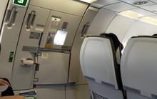 Nam hành khách mở nhầm cửa thoát hiểm máy bay Bamboo Airways bị phạt
