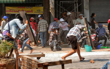 Cảnh sát Myanmar nổ súng vào đám đông biểu tình, 9 người chết