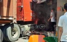 TP HCM: Xe container lao vào cửa hàng, 1 người tử vong