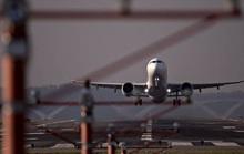 Máy bay hàng không Pháp hạ cánh khẩn cấp vì hành khách gây rối