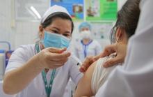 Ngày đầu tiêm vắc-xin Covid-19: Háo hức, an tâm