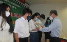 Tuyên dương 463 học sinh, sinh viên học giỏi, vượt khó