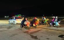 Hàng ngàn người đi xe máy từ TP HCM về quê được CSGT Thanh Hóa hỗ trợ dẫn đường