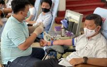 Đoàn viên tích cực tham gia hiến máu cứu người