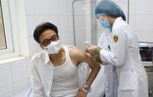 Phó Thủ tướng Vũ Đức Đam tiêm mũi 2 vắc-xin Nano Covax ngừa Covid-19