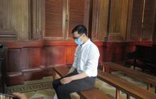 CLIP: Hình ảnh đầu tiên ở tòa của cựu tiếp viên hàng không làm lây lan dịch bệnh Covid-19
