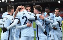 Chelsea mở đại tiệc bàn thắng, Man City thua sốc tân binh ở Etihad