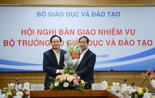 Ông Phùng Xuân Nhạ bàn giao nhiệm vụ cho tân Bộ trưởng Nguyễn Kim Sơn