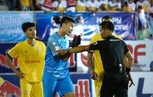 Trọng tài làm nóng V-League