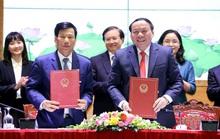 Ông Nguyễn Ngọc Thiện bàn giao nhiệm vụ cho tân Bộ trưởng Nguyễn Văn Hùng