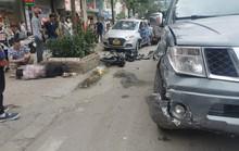 Xe bán tải bất ngờ tông liên tiếp 5 xe ôtô và xe máy khiến nhiều người gặp nạn