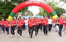 Chủ tịch Hà Nội chạy bộ quanh hồ Gươm hưởng ứng Ngày chạy Olympic vì sức khỏe toàn dân
