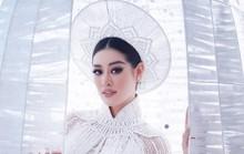 Khánh Vân giới thiệu áo dài dự thi Hoa hậu Hoàn vũ, cư dân mạng hỏi sao giống thần điêu?