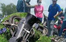 Kinh hãi xe máy tông cột điện, người chạy xe tử vong