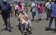Ấn Độ ghi nhận thêm gần 390.000 ca nhiễm, nhiều bang hết vắc-xin