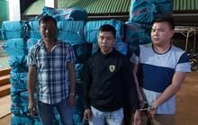 Bắt tạm giam 3 đối tượng vận chuyển hơn 18.000 bao thuốc lá lậu