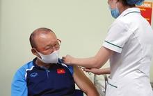 HLV Park Hang-seo cùng các cộng sự tiêm vắc-xin Covid-19