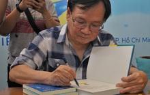 Nhà văn Nguyễn Nhật Ánh ký tặng sách, kỷ niệm 10 năm với Đảo mộng mơ