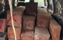 CSGT truy đuổi xe 16 chỗ độ chế, chở gỗ lậu vào rạng sáng