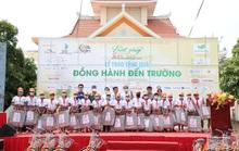 Caravan Vượt sóng Côn Sơn tặng xe đạp, học bổng cho hàng trăm học sinh nghèo