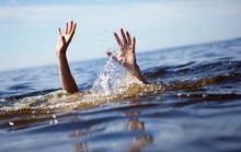 Nam sinh viên tử vong sau khi cứu được 4 nữ sinh bị sóng biển cuốn