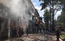 Dãy nhà ở trung tâm TP HCM bốc cháy dữ dội