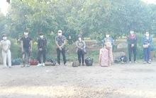 CLIP: Bắt giữ 8 người nhập cảnh trái phép từ Campuchia để tránh cách ly