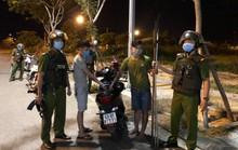 """Cảnh sát nổ súng bắt 2 thanh niên đem dao phóng lợn """"hưởng ứng"""" đồng bọn"""
