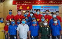 Báo Người Lao Động tặng cờ Tổ quốc, khẩu trang, nước rửa tay phòng dịch Covid-19 tại quận 12