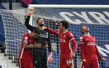 Ngỡ ngàng người nhện Alisson ghi bàn, cứu cả mùa giải Liverpool