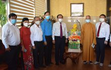 Bí thư Thành ủy TP HCM Nguyễn Văn Nên thăm và chúc mừng Đại lễ Phật đản