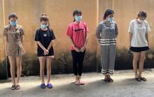 Nghỉ làm do dịch, 5 nữ nhân viên karaoke vào khách sạn thác loạn trong tiệc ma túy