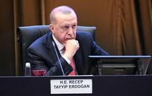 """Chính phủ Thổ Nhĩ Kỳ """"điêu đứng"""" vì người tuýt còi mafia"""