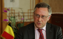 Đại sứ Bỉ mất chức sau vụ vợ tát nhân viên ở Hàn Quốc