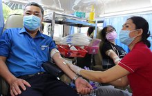 Đoàn viên tình nguyện hiến máu cứu người