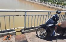 Để lại xe máy và dép, cô gái 25 tuổi nhảy cầu tự tử