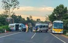 Xe cứu thương đối đầu với xe khách trên Quốc lộ 20, nhiều người bị thương