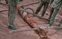 Quả bom dài 1,6m được phát hiện trong mỏ khai thác đá đang hoạt động