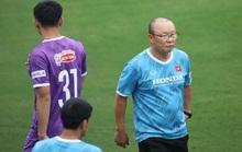 CLIP: Buổi tập đầu tiên của tuyển Việt Nam vắng 3 cầu thủ SLNA nghi F2 phải cách ly
