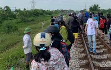 Nghi vấn mẹ ôm xác con 6 tuổi nằm trên đường ray xe lửa tự tử