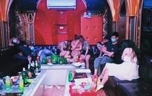 31 dân chơi tụ tập tới quán karaoke New 5 sao bay, lắc giữa mùa dịch