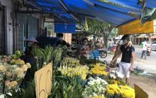 Tiểu thương chợ hoa Đầm Sen: Vui nhiều hơn buồn