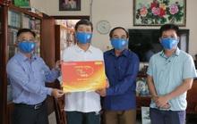 Mai Vàng nhân ái thăm nhà văn Triệu Xuân