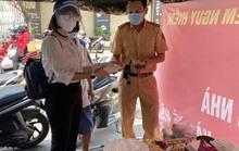 Người dân Gò Vấp nấu cơm tặng lực lượng chống dịch